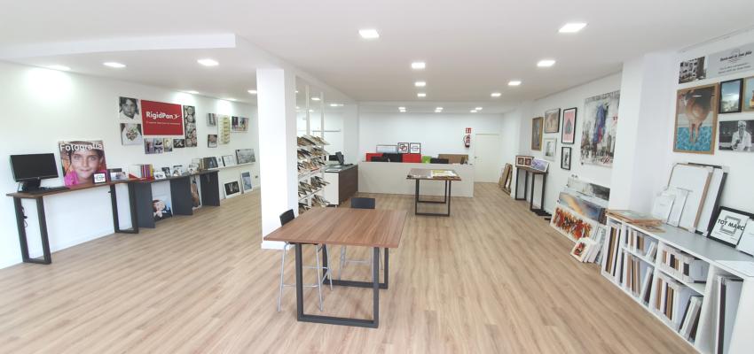 nuevo showroom tot marc marcos a medida y enmarcaciones en barcelona